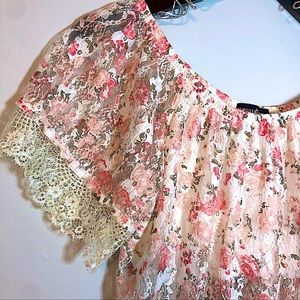 Almost Famous Floral Lace Short Sleeve Top Size L